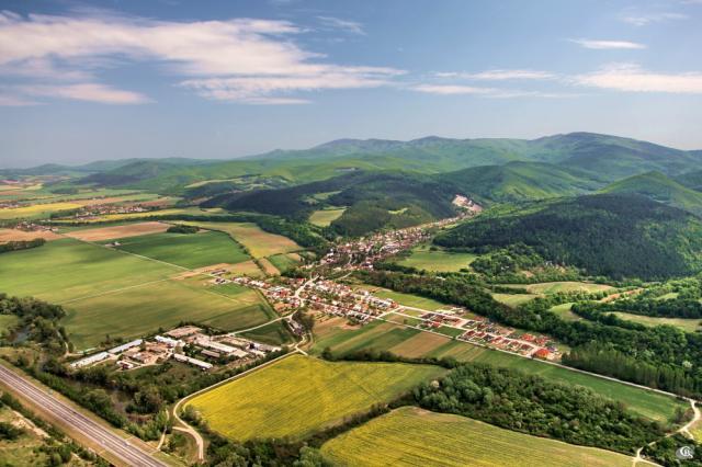 34 Letecký pohľad na obec