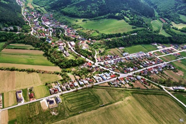 36 Letecký pohľad na obec