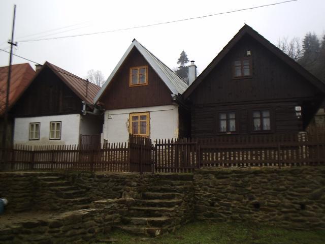 005 Ľudové domy