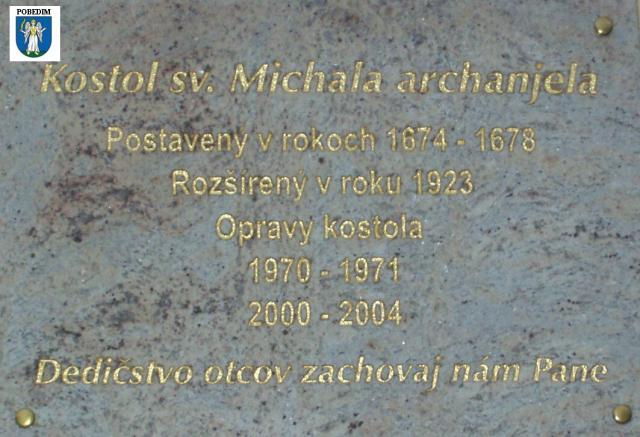 Pamätná tabuľa na kostole