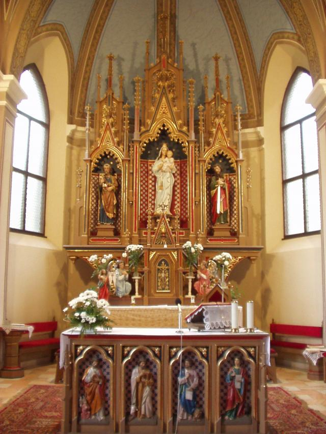 05 Interiér kostola