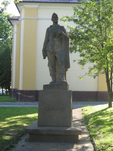 09 V obci - pamätník SNP