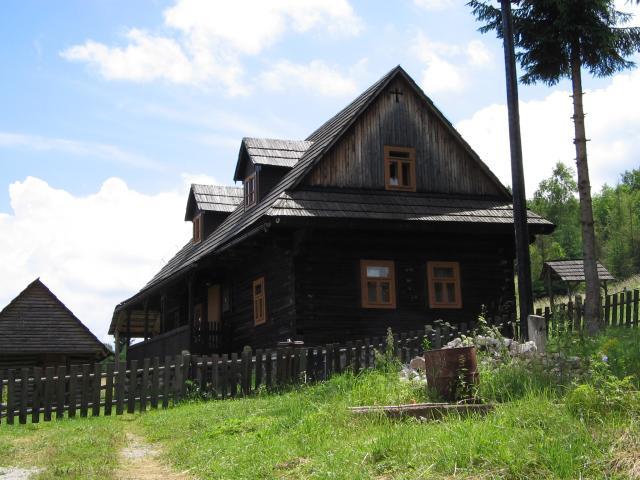 16 Zlatno - rodinné domy