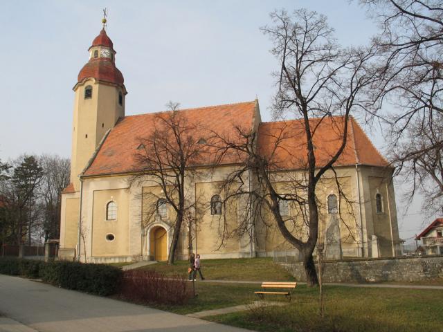 03 Farský kostol v Suchej nad Parnou