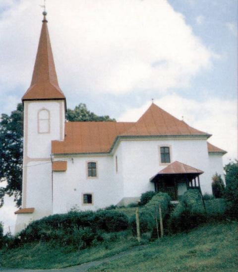 09 Evanjelický kostol s románskym jadrom