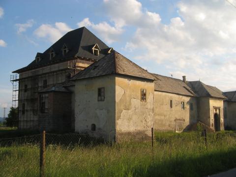 14 Kaštieľ goticko-renesančný opevnený