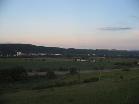 13 Večer nad údolím