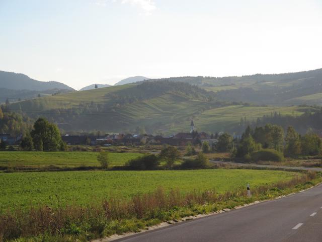 03 Pohľad na obec z cesty na Oravice