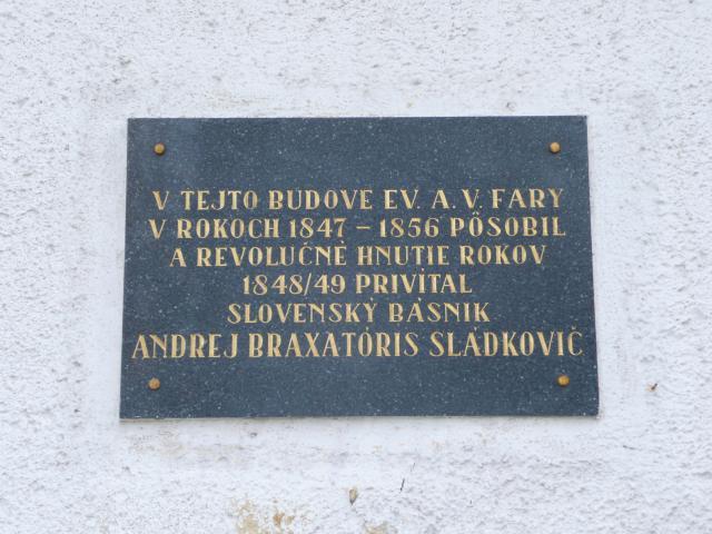 19 Pamätná tabuľa na budove fary
