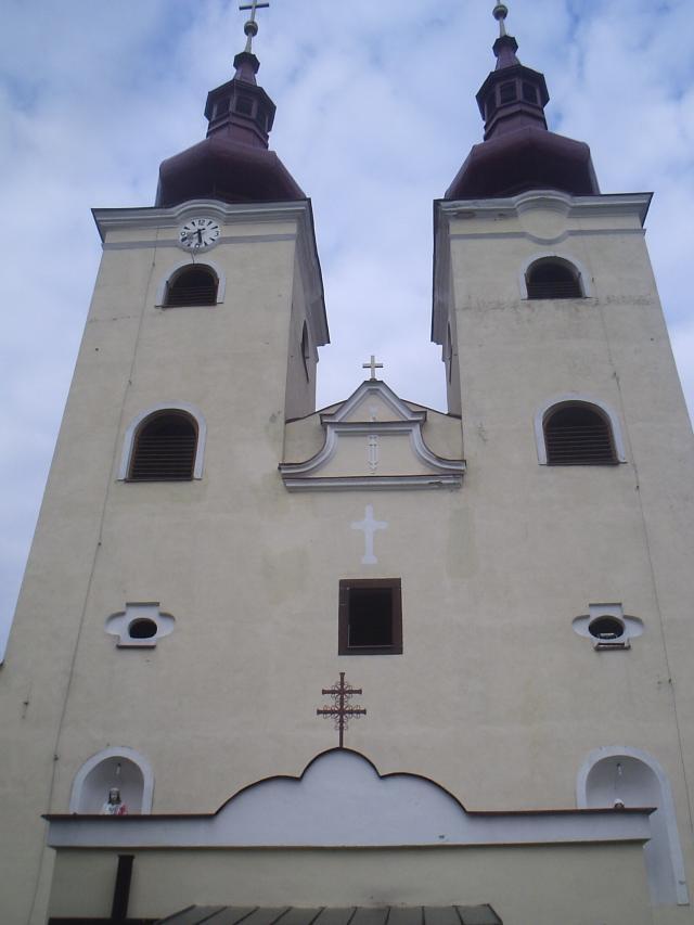 06 Kostol Všetkých svätých - pohľad na veže