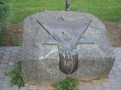 12 Pamätník