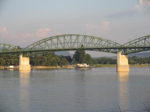 14 Most Márie Valérie