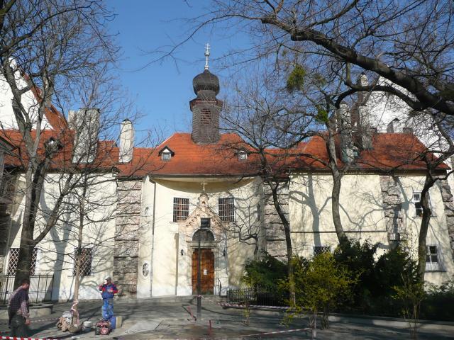 19 Kostol a kláštor Notrdamiek