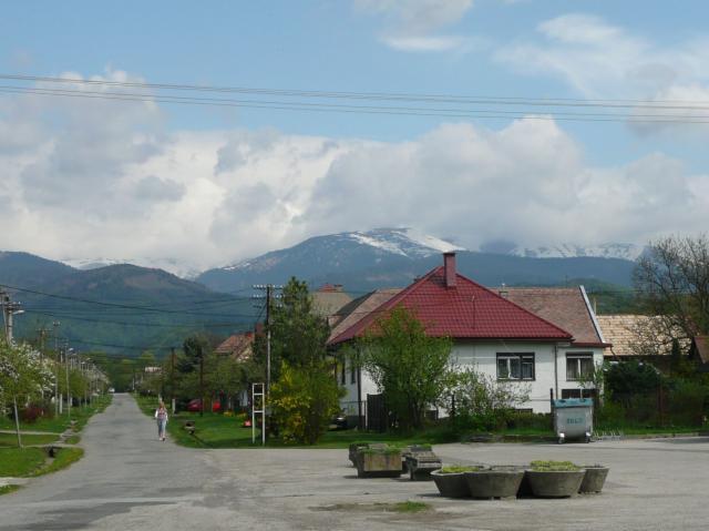03 Námestie - v pozadí Nízke Tatry