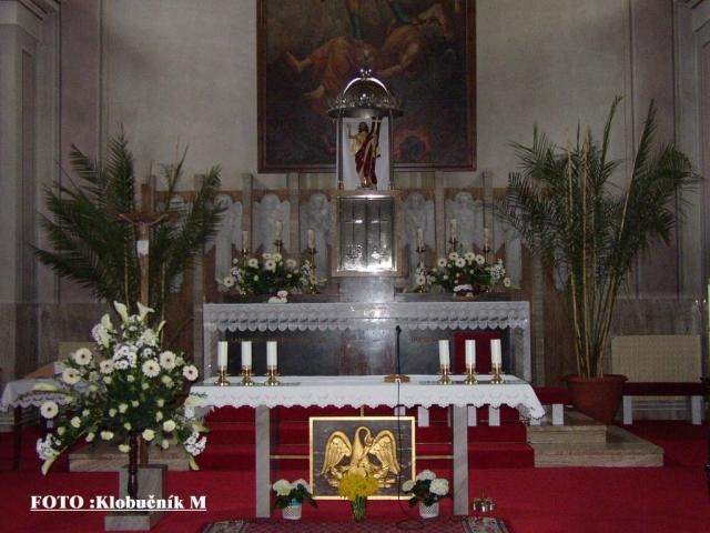 07 Interiér kostola