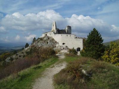 01 Čachtický hrad