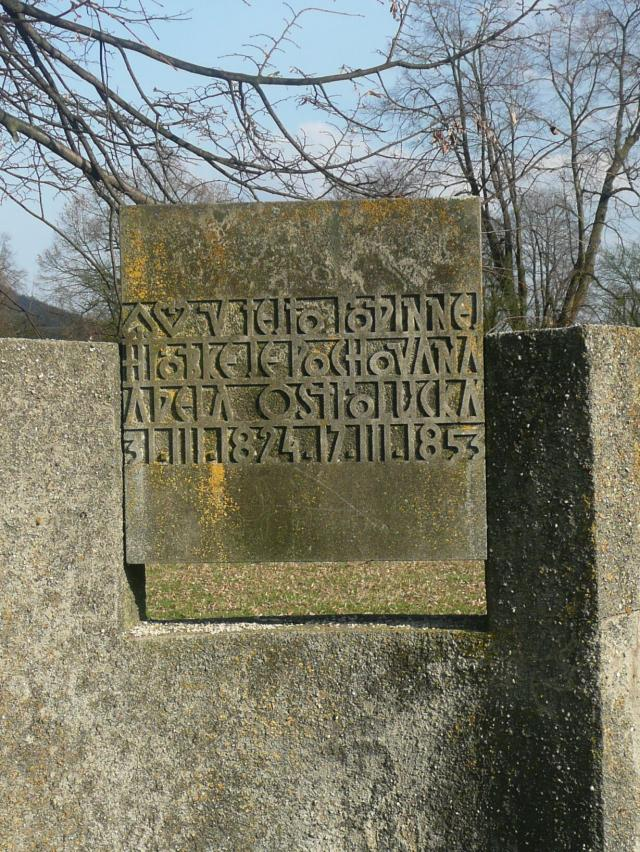 18 Náhrobný kameň Adely Ostrolúckej