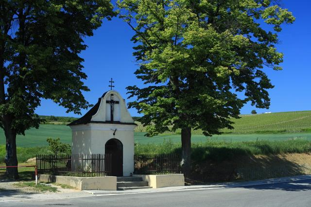 02 Kaplnka pri vstupe do obce