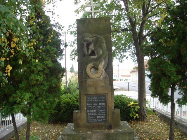 03 Pomník padlých hrdinov